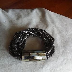 Lovely shell and beaded stretch bracelet.